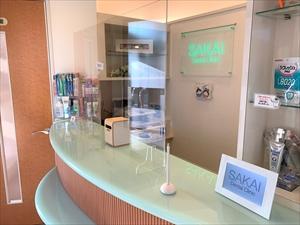 受付に設置した飛沫感染予防のアクリル板